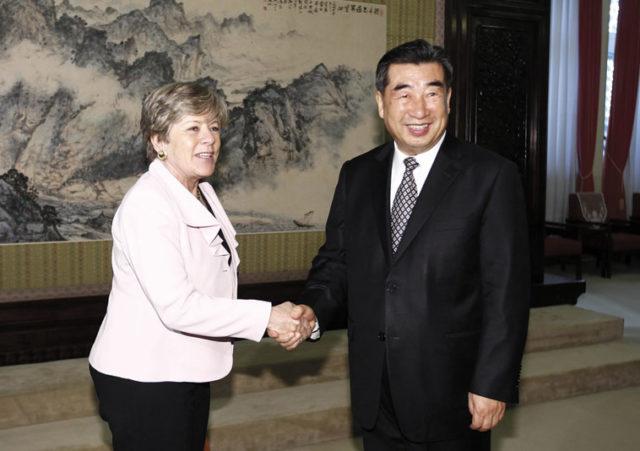 Alicia Bárcena, executive secretary of Comisión Económica para América Latina y el Caribe (CEPAL), meeting with Vice Premier Hui Liangyu. Source: CEPAL ONU