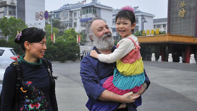 Carl Mather with his wife and daughter. Photo: Du Wenshuang