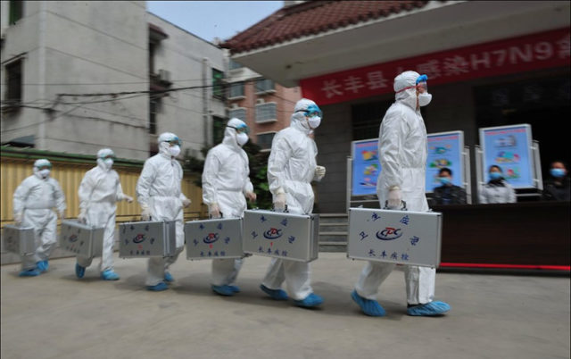 Official SARS and bird flu squad in Beijing, 9 April 2013. Photo: G. Yulong