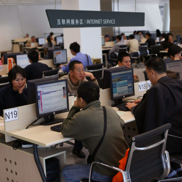 Internet users at a public library in Shenzhen. Photo: Robert Scoble