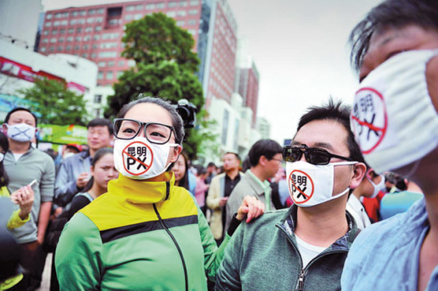 NIMBY protesters wearing facemasks during a protest against a PX plant in Kunming. Source: China News Service