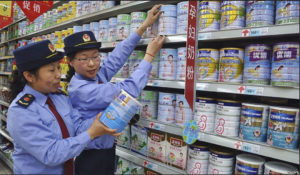 Chinese tourists are buying up infant milk powder everywhere they can get it. In Hong Kong the phenomenon has resulted in widespread shortages. Hong Kong authorities have imposed a two-tin export restriction on mainland Chinese tourists Photo: voanews.com