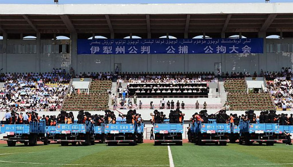 On 27 May 2014, fifty-five people were sentenced at a mass trial in Yili, Xinjiang Uyghur Autonomous Region. At least three people were sentenced to death. Others were jailed for murder, separatism and organising or participating in terror groups. Xinhua claimed that around 7,000 locals and officials withnessed the mass sentencing Photo: voanews.com
