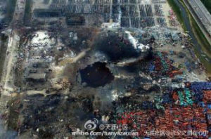 An aerial view of a large hole in the ground in the aftermath of two huge explosions at Tianjin port Image: img1.imgtn.bdimg.com