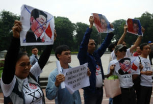 Vietnamese protesters greet Xi's arrival Source: ndtv.com