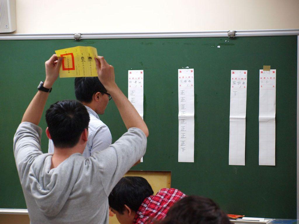 The character zheng 正 can be seen on the blackboard Photo: Mark Harrison